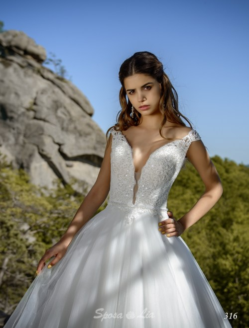 http://sposa-lia.com/images/stories/virtuemart/product/316      (2).jpg