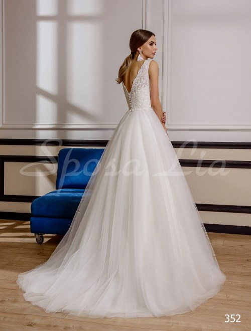 http://sposa-lia.com/images/stories/virtuemart/product/352       (3).jpg